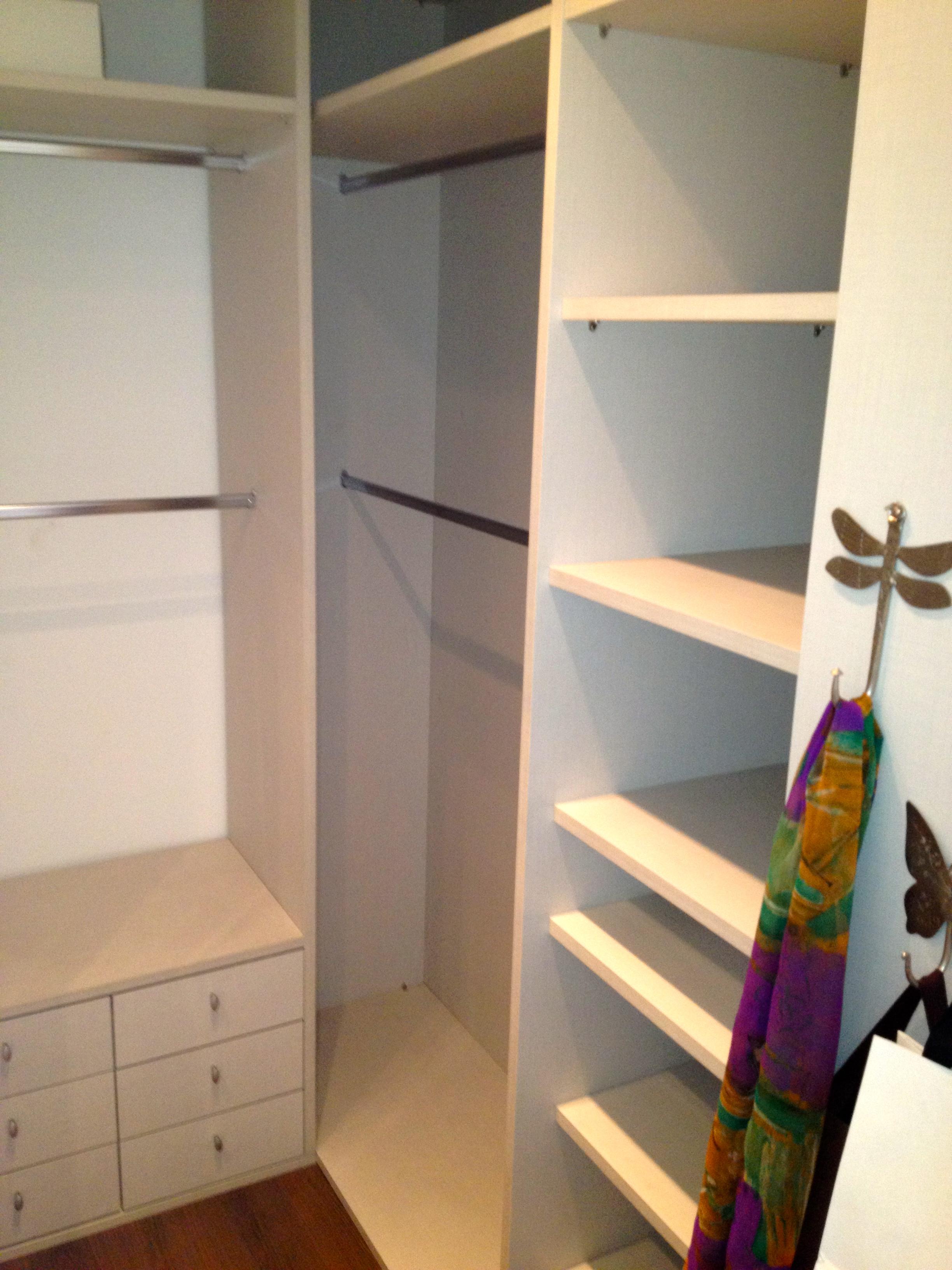 será que vale a pena diminuir o tamanho da suíte e instalar o closet  #6E246A 2448x3264 Banheiro Com Closet Integrado Pequeno