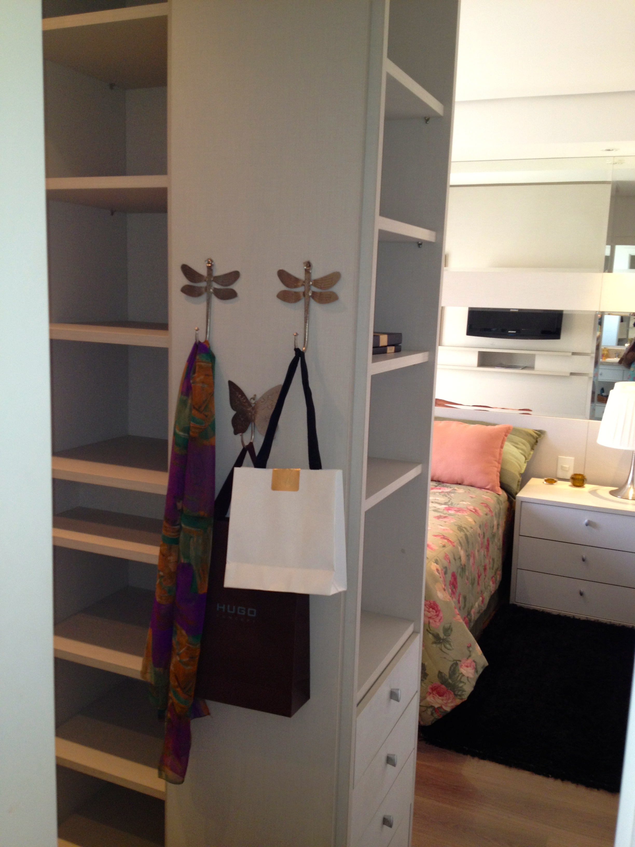 12 87m² e ali consta um desenho de um closet (podem acreditar #8E673D 2448x3264 Banheiro Com Closet Integrado Pequeno