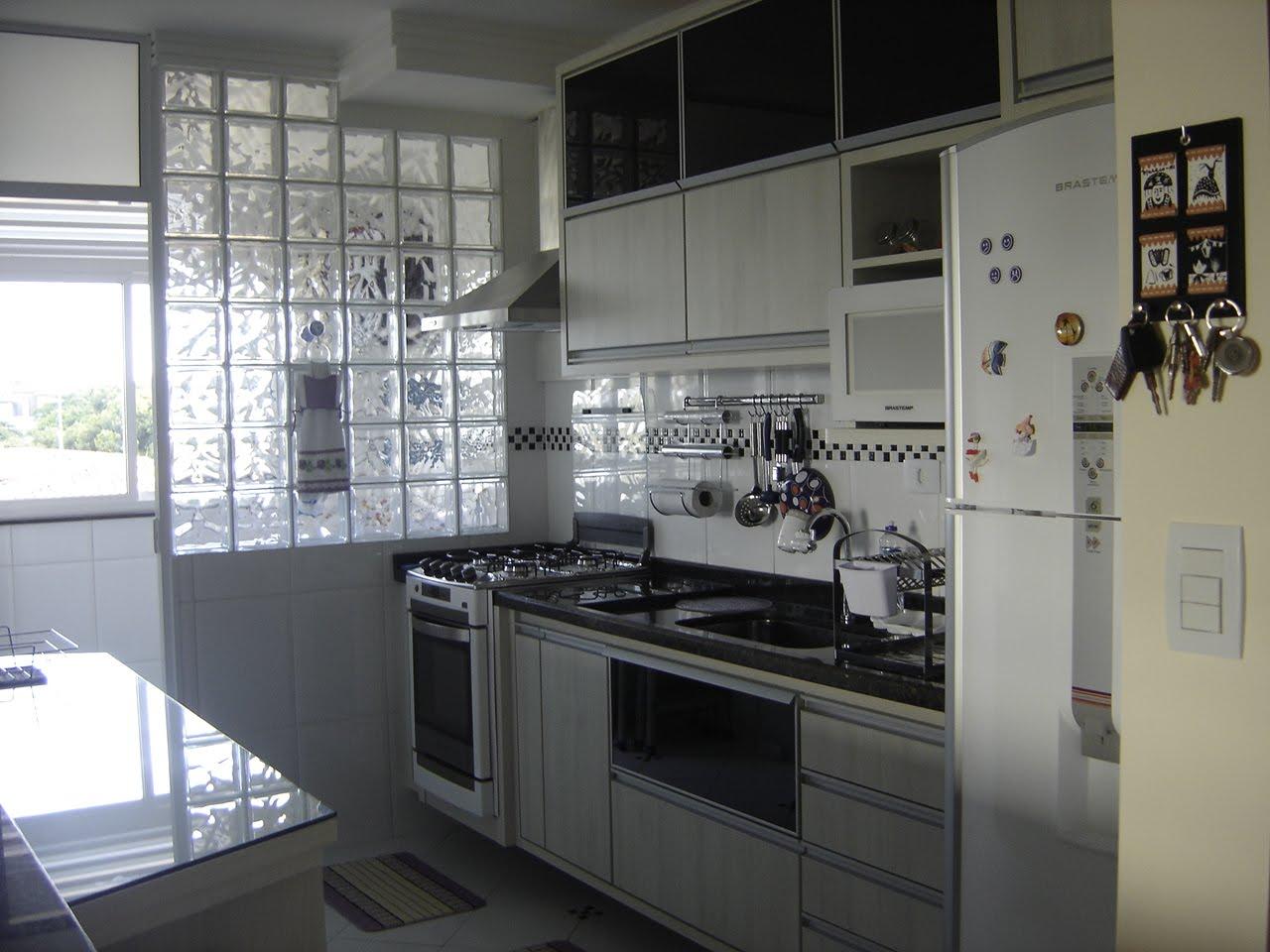 Como dividir a cozinha da área de serviço? A CASA DAS GURIAS #757056 1280 960